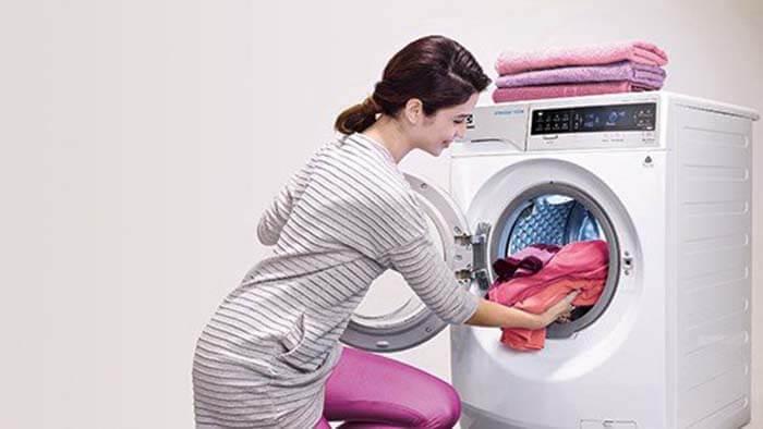 Máy giặt Electrolux 8kg Inverter lồng ngang EWF8025BQWA tiện lợi