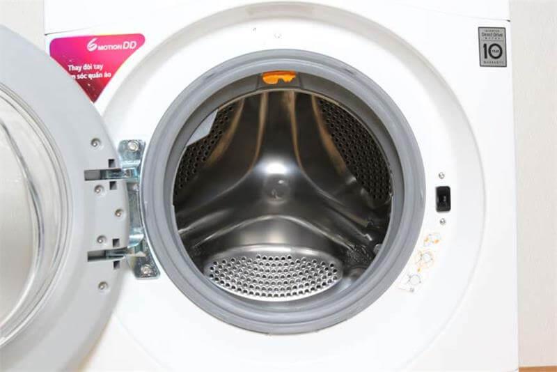 Máy giặt lồng ngang LG 8kg FM1208N6W lồng bằng thép không gỉ